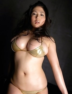 Nonami Takizawa exposes immense boobs in yellow lingerie